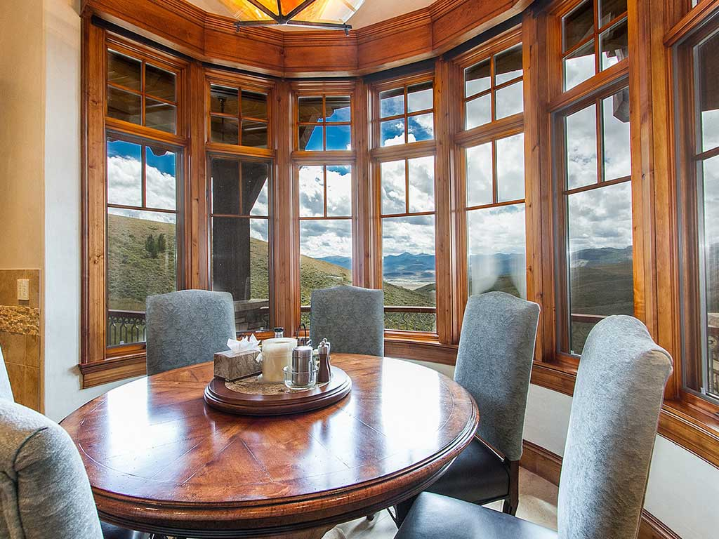 Grand Colibri Breakfast Nook